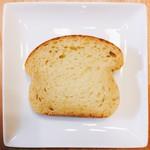 パン・デ・フィロゾフ - ASAMA @680円 生地はぎっしりとしていて重めなパン。