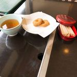 大市 - 食後のほうじ茶と焼き菓子