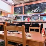 健康レストラン かろり500 - テーブル席もございます。