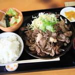 すみせん - 料理写真:黒毛和牛カルビ定食