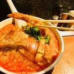 亜寿加 - まずは排骨。 サクサクの衣がスープを吸ってしまう前に一口。