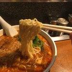 亜寿加 - 喉ごしの良いストレート麺はスープの絡みも良い。 (替玉は無さそう。)
