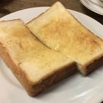 84061472 - トースト、茹で卵を付けて¥400