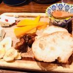 84062204 - チーズの盛り合わせ