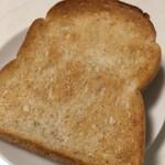 ケリイブレッド - 料理写真:全粒粉食パン(2018.04現在)