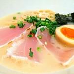 麺と心 7 - 料理写真:濃厚魚介そば・新味 966円