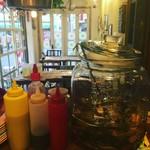 バンコク屋台 飯と酒 トゥクトゥクトウキョウ - レモングラスなどトムヤムクンにも使うハーブ三種類を焼酎につけて炭酸で割った、トムヤムサワー!おすすめです。