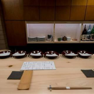 食材に合わせて厳選した日本酒やワインがお薦め