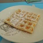 Lily's Café - 無料サービスのワッフル(パイ生地だったけど)