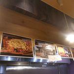 海老麺総本家 地元家 - 何となく、夜にはおつまみメニューも楽しめるのかな?と、思いながら待っていると