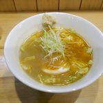 海老麺総本家 地元家 - 注文した「海老麺 塩 生姜」が完成。