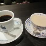 銀座珈琲店 - 左:セット物のオリジナルブレンドコーヒー 右:ロイヤルミルクティー 864円