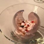 ミチノ・ル・トゥールビヨン - パリパリのテクスチャがいい、桜のクリームと苺