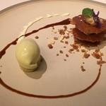 ミチノ・ル・トゥールビヨン - 蕗の薹のアイスとナッツのミルフイユ