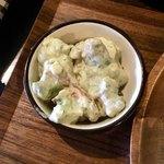 84082273 - 日替わりランチ(¥880) 小鉢                       海老とアボカドのタルタル仕立て。これがまた抜群の美味!プリッとした海老とトロリとしたアボカドの食感の差が面白くて非常に気に入った。