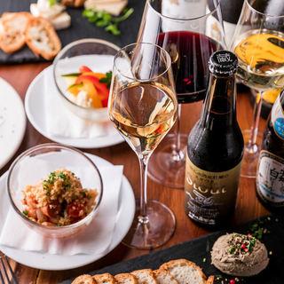 ソムリエが厳選した牡蠣や料理に合うワインを30種以上ご用意