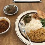 カラピンチャ - チキンカレー(1,000円)+魚カレー(小)(250円)+スリランカ米(200円)