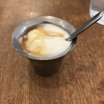 カラピンチャ - ヤシの花蜜のかかったヨーグルト