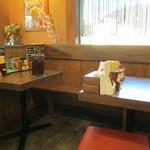 太一商店 - テーブル席