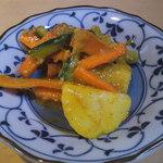 アジア料理・インドカレー ハヌマン - ディナータイムのサラダ?(ハヌマン石川台)