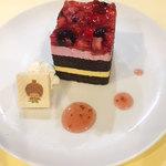 プラススクレート - ベリーハッピーケーキ_かわいいキャラクターウエハース付で提供します