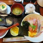 鍋処 いずみ田 - いずみ田海鮮丼880円。 今回はネタ増し1.5倍の1,080円にしました。