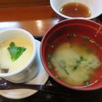 鍋処 いずみ田 祇園店 - お味噌汁と茶碗蒸しも和食店のきちんとした味わいでした。