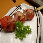 天然地魚と炭火串焼き ろばた 一粋 - トマトの豚巻き(248円)