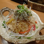 天然地魚と炭火串焼き ろばた 一粋 - 大根サラダ(ハーフ)(518円)