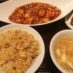CHINESEKITCHEN 虎8 - 麻婆豆腐のランチ(白ご飯を炒飯にチェンジ)