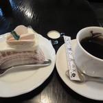 84096476 - サイフォンコーヒーとモンブラン