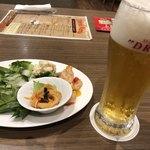 84097780 - ビールとサラダ。ミル貝のマリネ
