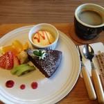 モックカフェ - 料理写真:本日のケーキプレート+ドリンク 750円~800円→500円 (ランパスvol.11提示)