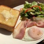 上島珈琲店 - ベーコンエッグ&厚切りバタートースト 650円。ふんわりとしたおお振りのトーストが、魅力的です(´▽`)