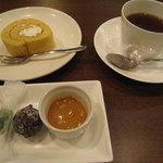 花畑牧場 生キャラメルカフェ - これで1,470円…