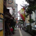 カサ・デ・フジモリ - はためく国旗が目印