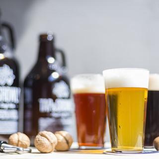 厳選クラフトビール約18種類。テイスティングでお好みの一杯を