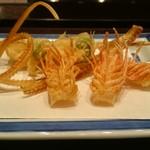 Tempurahisago - 前菜(骨せんべい:海老頭3本、骨、串(海老,おくら))