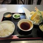 彩 - 注文した天ぷら定食620円の出来上がりです。