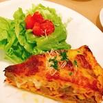 トラットリア イ・コントルニ - ディナータイム@自家製パスタ「タリオリーニ」入りパイのオープン焼き 900円