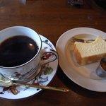 8411007 - コーヒーとベイクドチーズケーキ