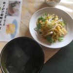 ぶどうの木 - 料理写真:サラダ、小皿、味噌汁
