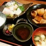 いざけ屋ひなた - よくばり定食…主菜(ブリ大根)、お造り3種、ご飯、お味噌汁、漬物