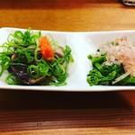麺亭 しおつる - 鰹のたたきと菜の花お浸し