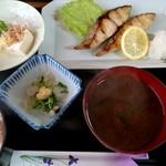 呑み喰い処 奥飛騨 - サワラ塩焼き定食(680円)