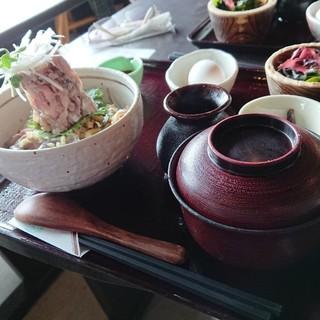 魚季亭 - 料理写真:鯵のぶっかけ飯 富士山盛り