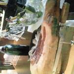 ブラバテーブル - 切り立てのイベリコベジョータ