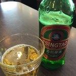 台湾料理 吉吉 - ドリンク写真:青島ビール(1杯目はお店のお姉さんが入れてくれました)