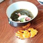 札幌かに本家 - 飾りのように蟹の切り身がちょいちょいと乗っています