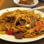 南粤美食 - 千炒牛河粉(ビーフンの醤油ソースかけ)